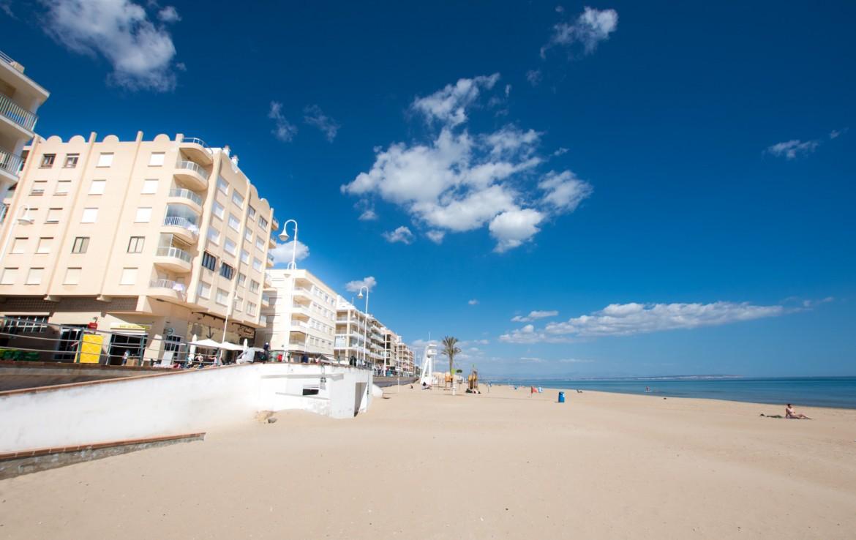 apartamento en primera linea de la playa central de Guardamar del Segura